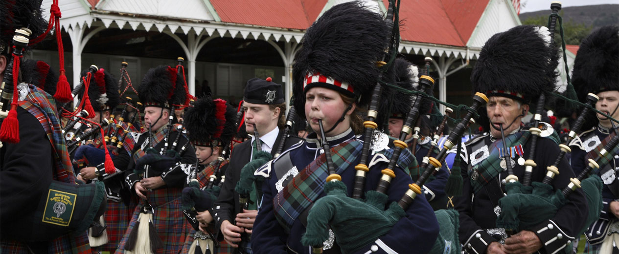 79. Piping Live