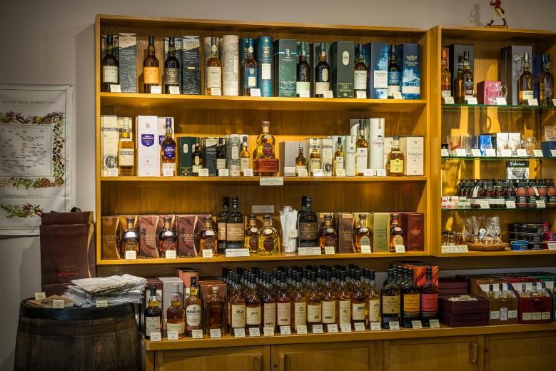 9.-Cardhu-Distillery-Shop
