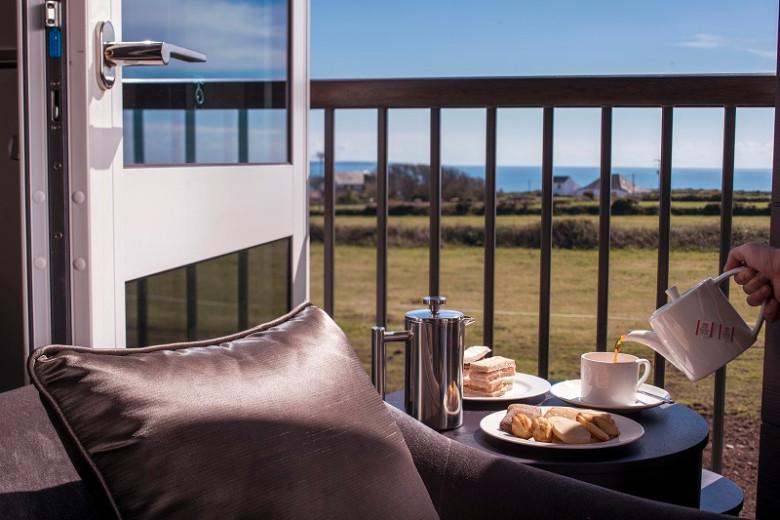 Breakfast-on-the-terrace