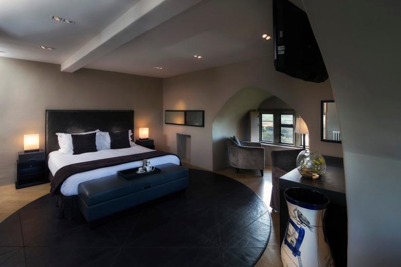 Roch-Castle-Ap-Gruffydd-Bedroom