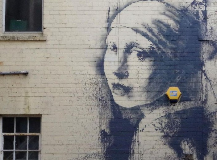 Banksy-Girl-with-the-pierced-eardrum